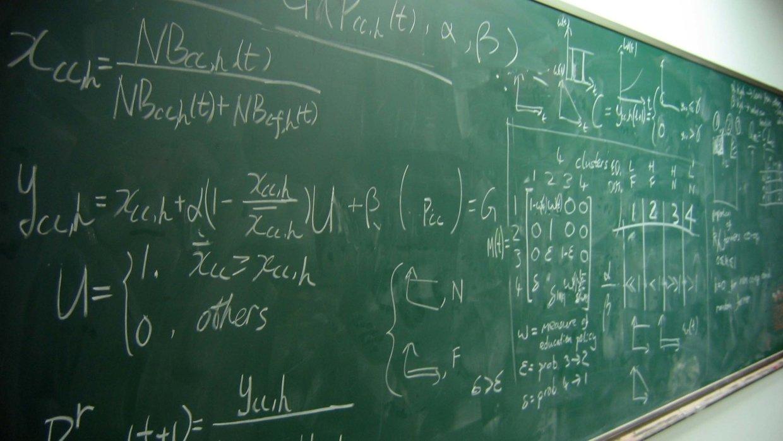 Почти половина учителей в Ро…