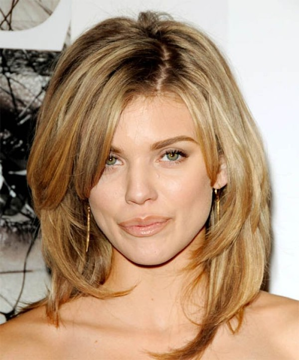 Эта стрижка подходит всем женщинам, на любую длину волос, любому типу волос и для любого возраста