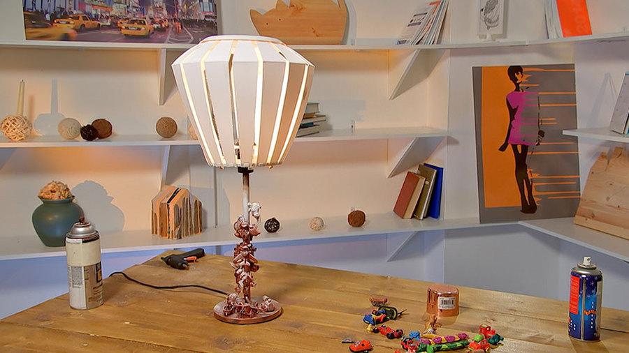Светильник с игрушками