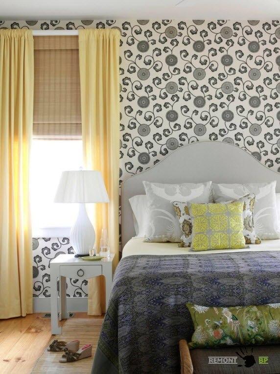 Черно-белые цветы в спальне