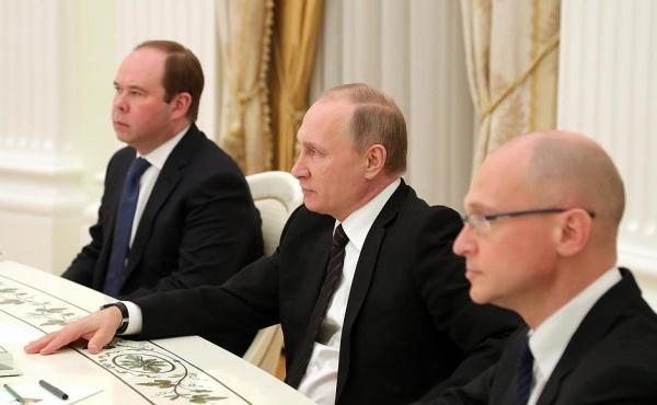 Зачем в Кремле принимали губернаторов-отставников?