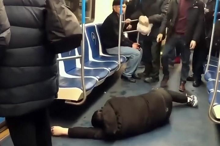 «Чтобы другим неповадно было»: Что реально светит пранкеру, пугавшему пассажиров метро коронавирусом?