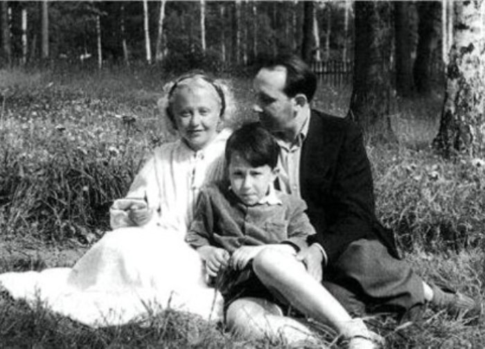 Янина с мужем Леоном и сыном | Фото: kino-teatr.ru
