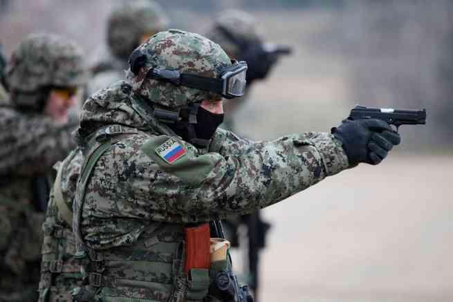 Президент Трамп нанял для охраны 370 элитных военных из России, чтобы защитить свою жизнь и семью