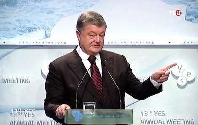 """Порошенко: Россия пытается """"влезть в голову"""" Западу"""