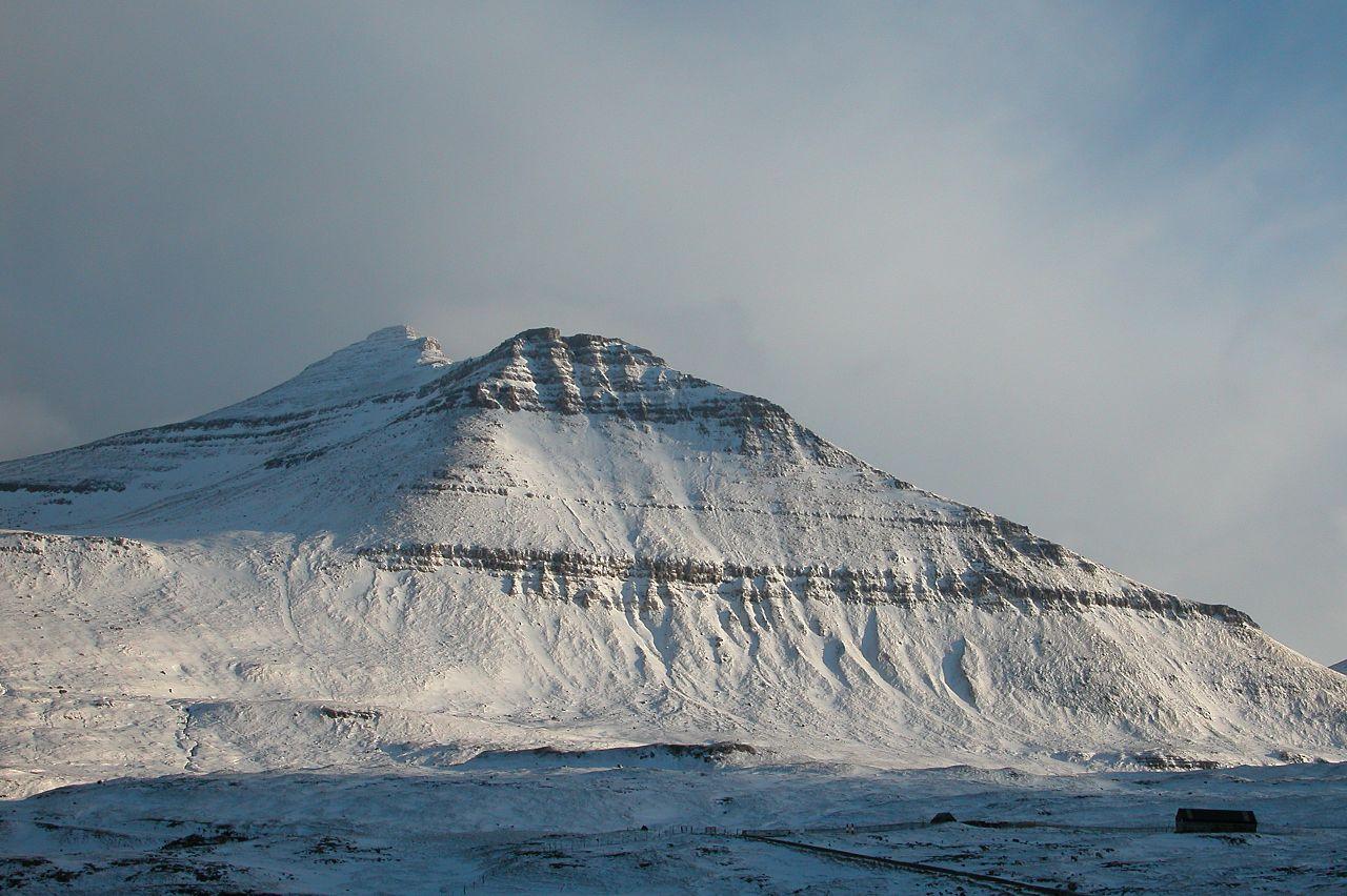 Фото достопримечательностей Стран Скандинавии: Вершина Слаттаратиндур овеяна легендами