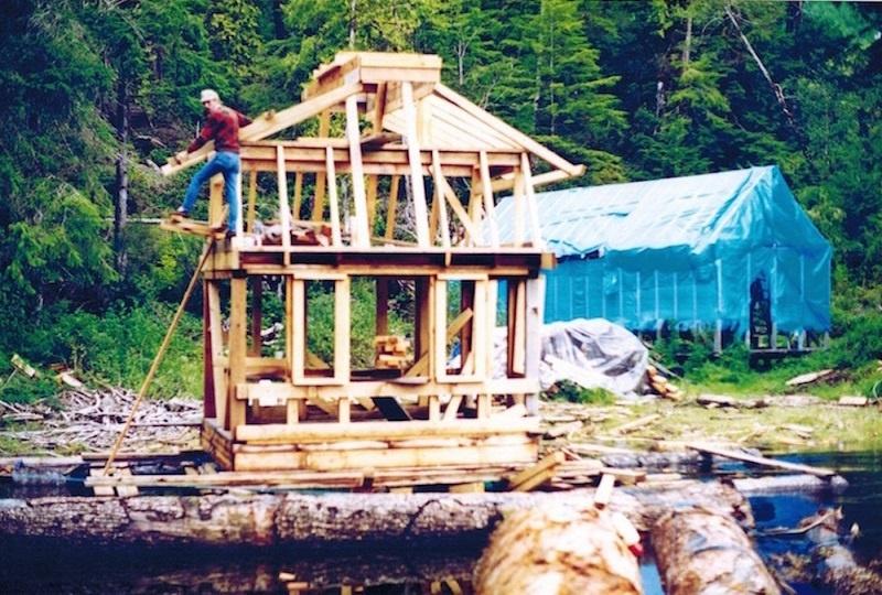 Эта пара 10 лет строила собственный остров