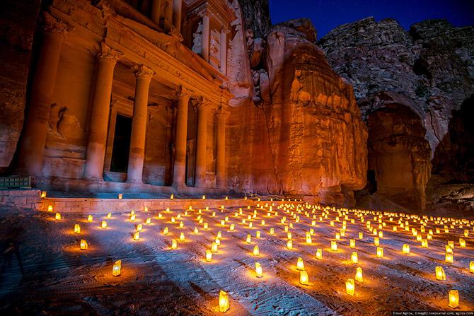 Прогулка по ночному древнему городу в Иордании