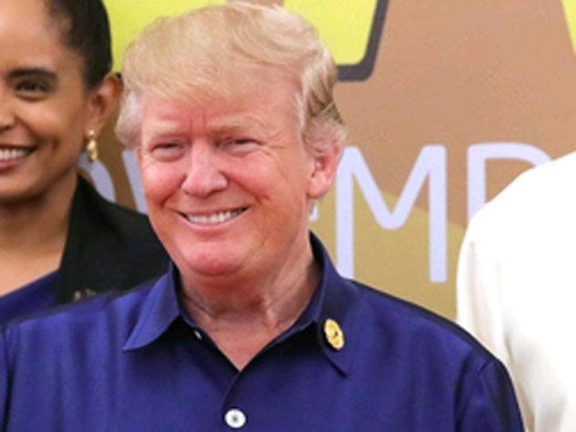 Трамп удивил экс-ведущую новостей попыткой поцеловать ее в губы