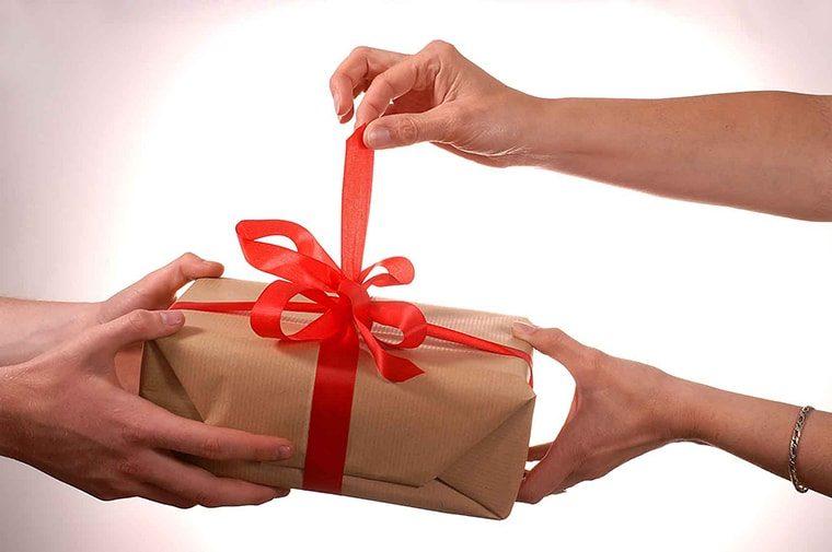 7 вещей, которые не стоит принимать в подарок