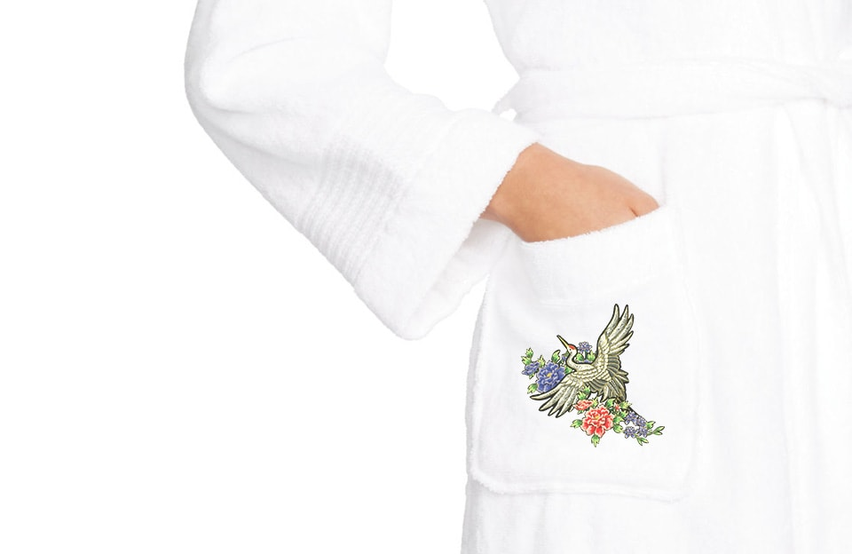 И одежда расцветет весной, стоит добавить к ней яркую машинную вышивку!