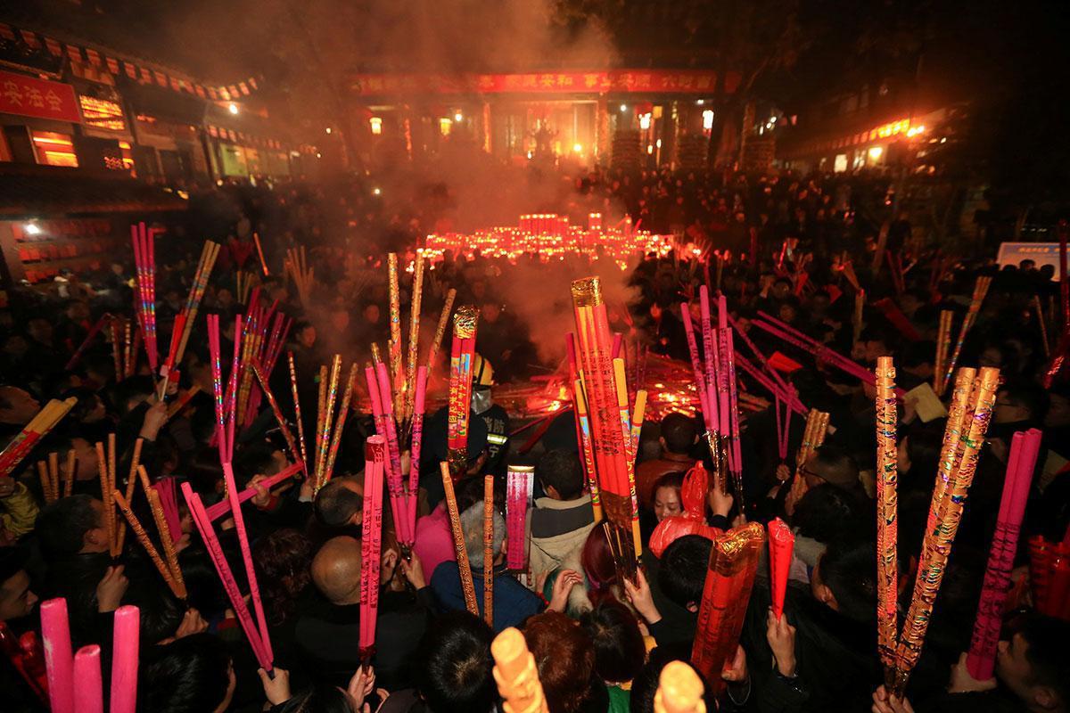 В Пекине полмиллиона китайцев посетили сожжение книг Солженицына