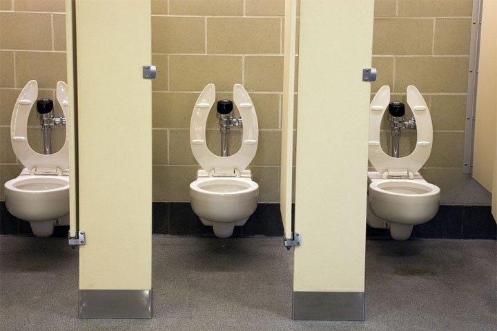 Вот, что можно увидеть в общественном туалете. И офигеть!