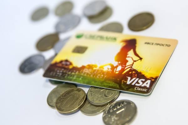 В России стало труднее расплатиться банковскими картами