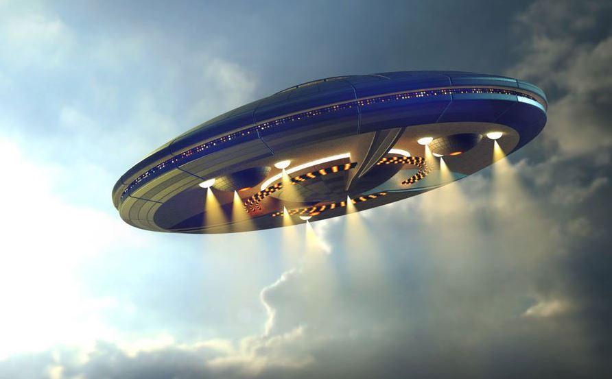 В Канаде огромный НЛО был снят на видео из окна автомобиля
