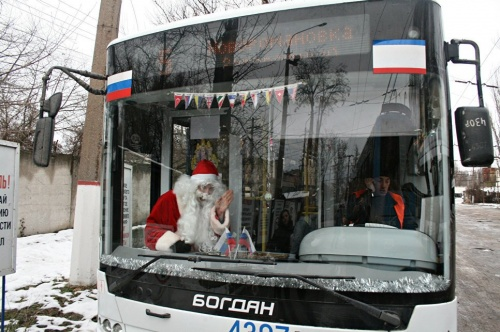 Троллейбус Деда Мороза вышел…