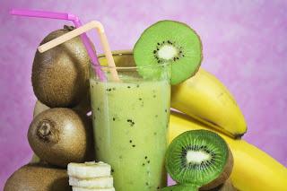 «Зеленый» смузи из киви и банана