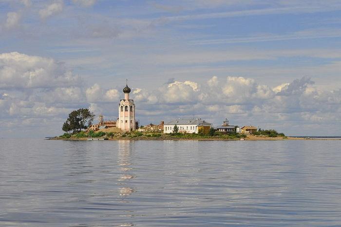 Чудеса русской архитектуры. Каменный собор, построенный на крохотном острове