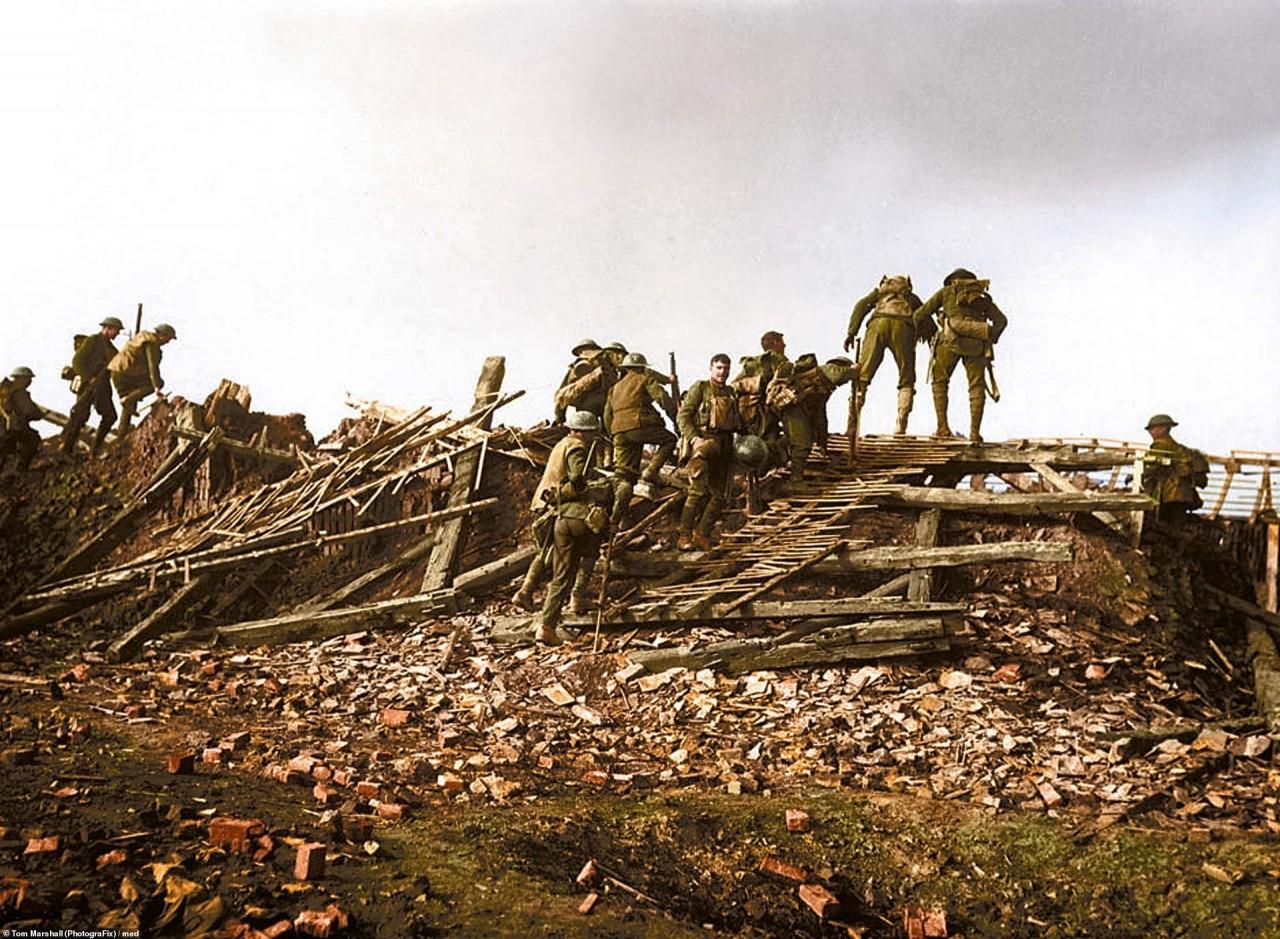 Солдаты после перехода через Сомму архивное фото, колоризация, колоризация фотографий, колоризированные снимки, первая мировая, первая мировая война, фото войны