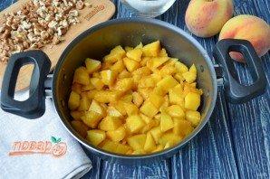 Варенье из персиков с грецкими орехами - фото шаг 3