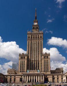 Современными технологиями по советскому наследию: из польского фильма «вырезали» подаренную СССР высотку