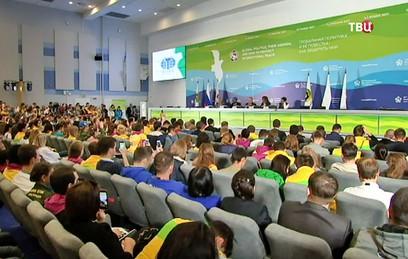 Государственное управление обсудили на Всемирном фестивале молодежи