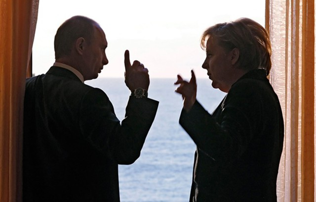 Путин – Меркель: Киев подрывает Минские соглашения