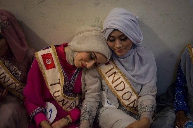Вместо купальников хиджабы, вместо танцев — религиозность