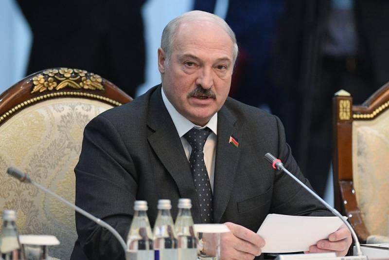 Лукашенко испугался, что Россия поглотит Белоруссию