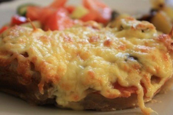 Сочное и безумно вкусное мясо в фольге с грибами и помидорами