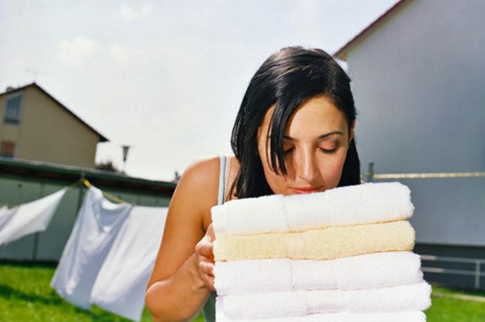 Что делать, если полотенца стали пахнуть сыростью: народный метод