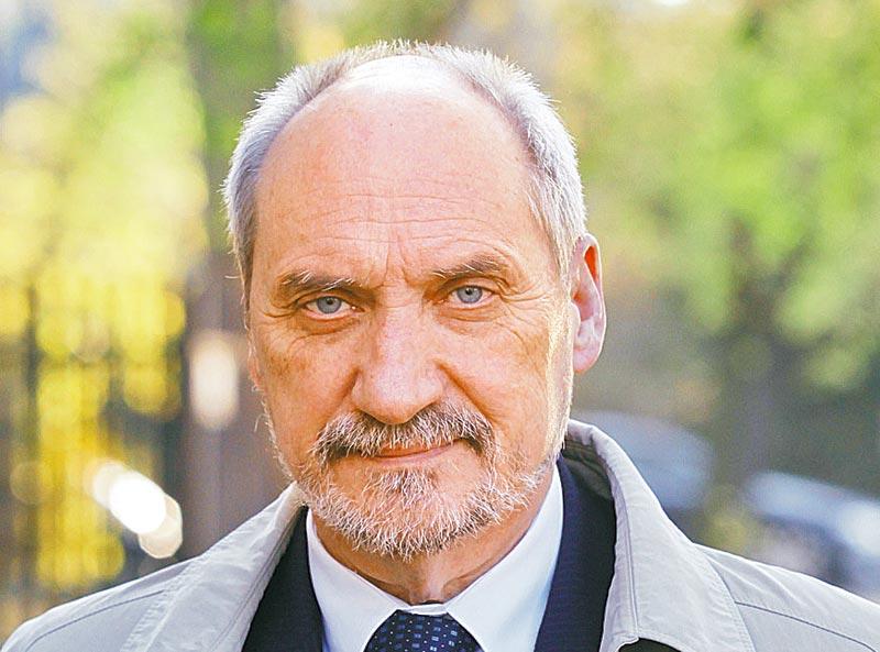 Министр обороны Польши объяснил, почему армия Украины сдала Крым «вежливым людям» Путина