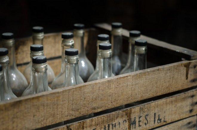 """""""Нашу волю не сломить - Пили, пьем и будем пить!"""": На Камчатке пятеро моряков госпитализированы после отравления спиртосодержащей жидкостью"""