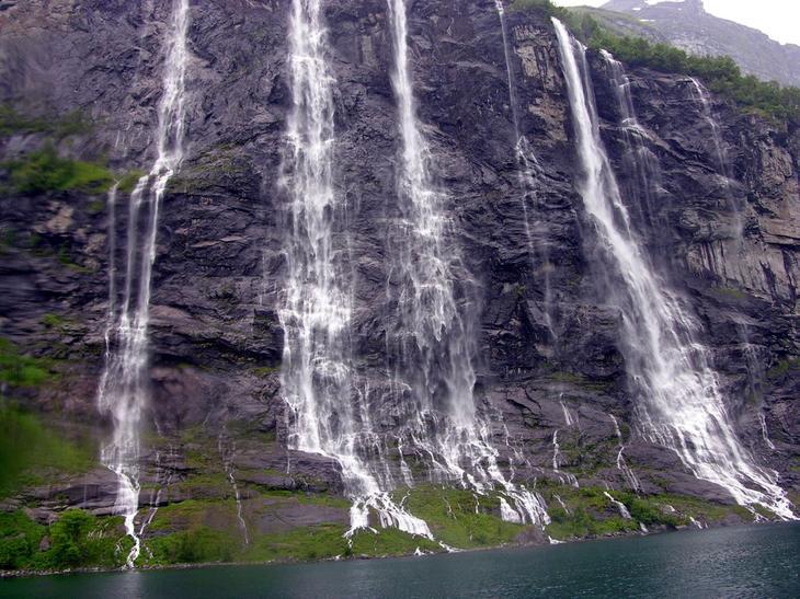 Водопад Семь Сестер Норвегия. Каякам здесь не место. Самые причудливые и величественные водопады планеты. Фото с сайта NewPix.ru