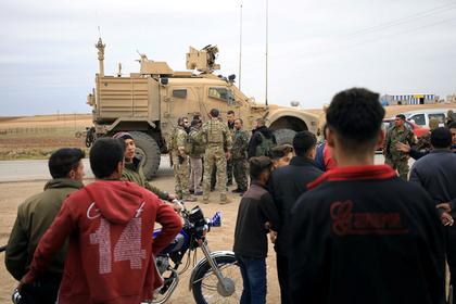 США начали вывозить технику из Сирии