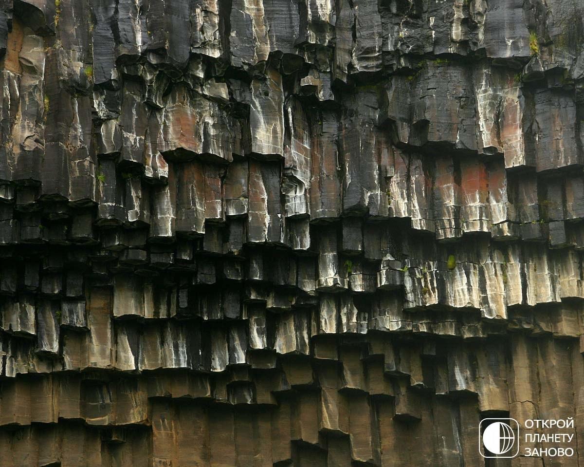 Удивительный водопад Свартифосс