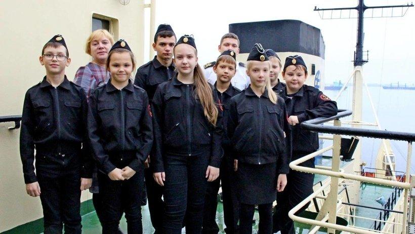 В Хабаровском крае ученики средней школы поговорили о мужестве и героизме с ветеранами Афганистана