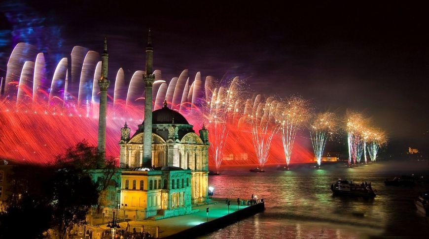 На двух континентах: 7 весомых причин встретить Новый год в Стамбуле