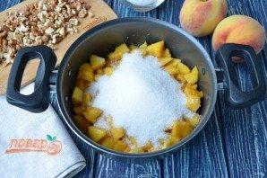 Варенье из персиков с грецкими орехами - фото шаг 4