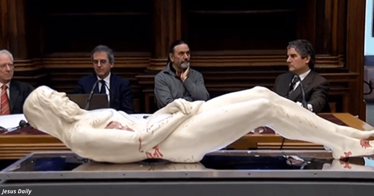 В Италии сделали 3D-копию Иисуса из туринской плащаницы! Вот каким он был...