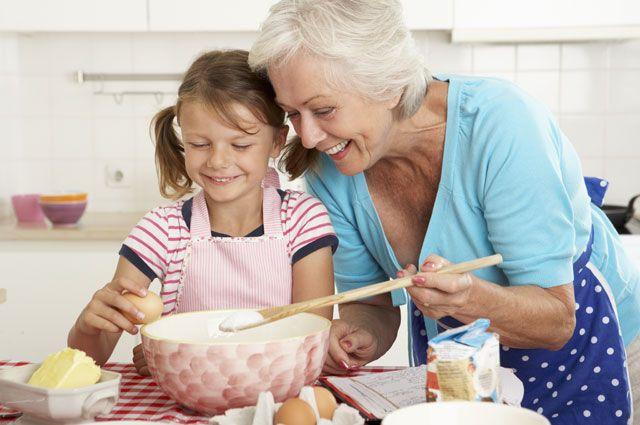 Бабушки и готовить научат, и соратниками по шалостям станут.