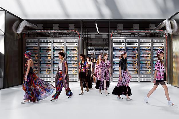 Парижская неделя моды: Chanel, весна-лето 2017 (фото 1)