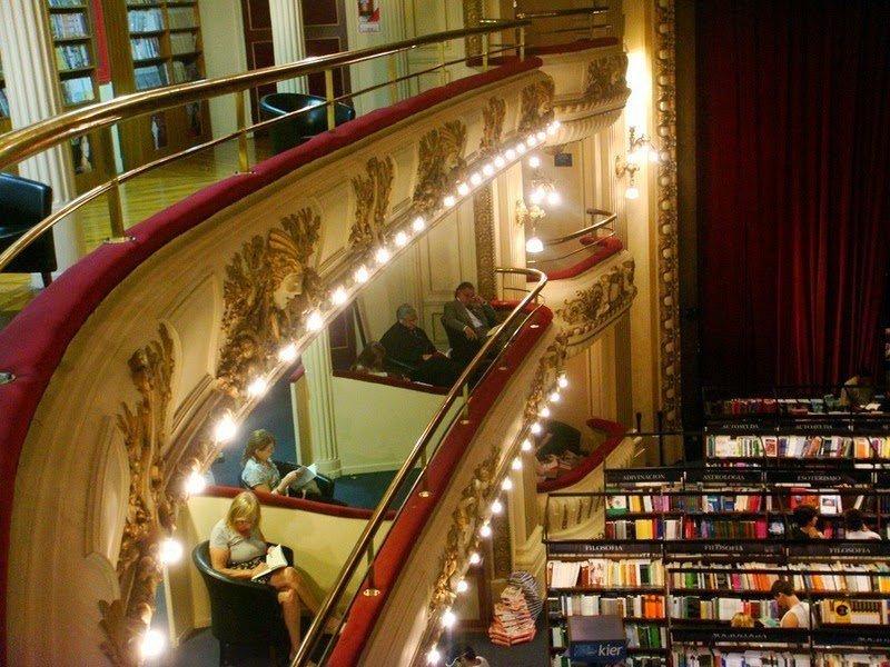 Один из самых красивых книжных магазинов в Латинской Америке