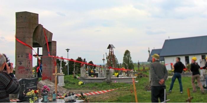 МИД Украины возмутился из-за демонтажа памятника УПА в Польше