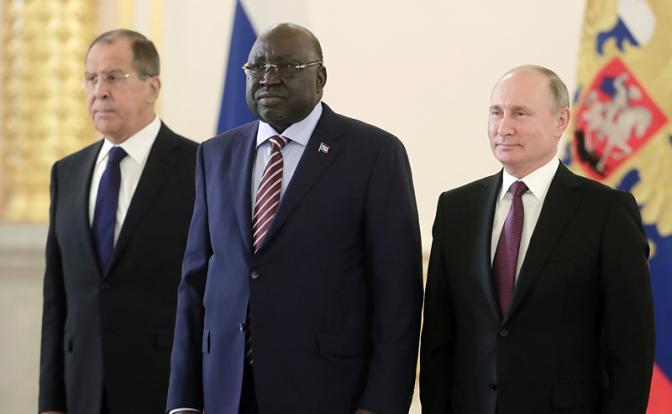 У стен Кремля бушуют военно-африканские страсти