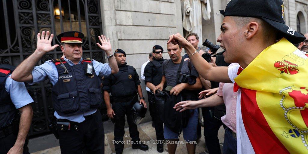 Полиция закрыла более тысячи избирательных участков в Каталонии