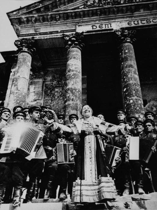 Май 1945-го. Концерт Лидии Руслановой у рейхстага в Берлине