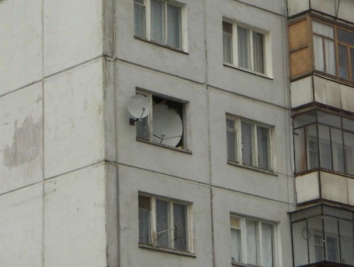 4. Когда очень любишь смотреть телевизор девушки, смешно, сосед в окне, фото