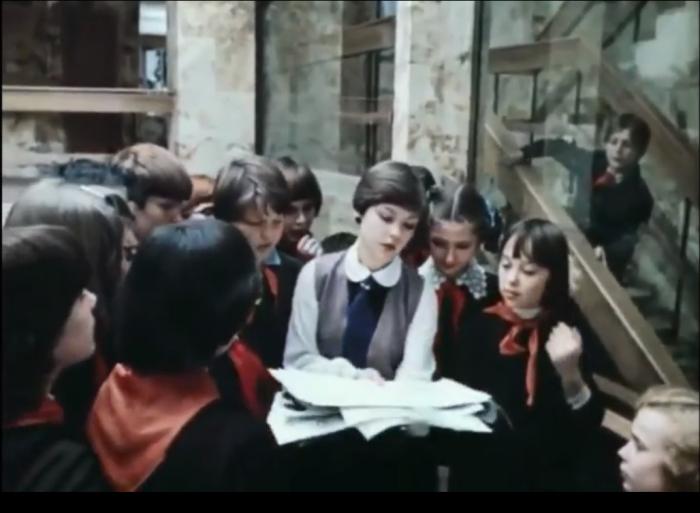 Школа, учиться в которой все мечтали, на самом деле была просто павильоном/ Кадры из фильма