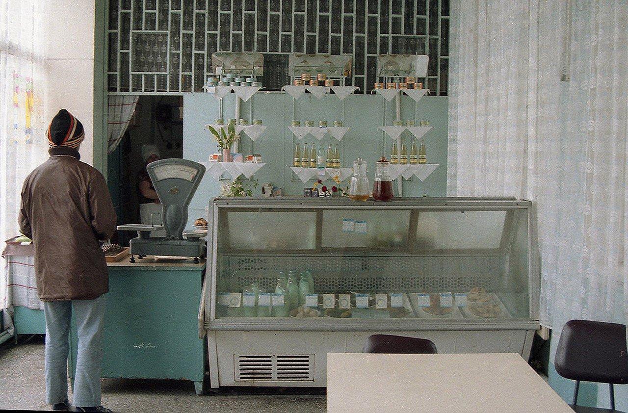 Фальшивые фото советских магазинов.